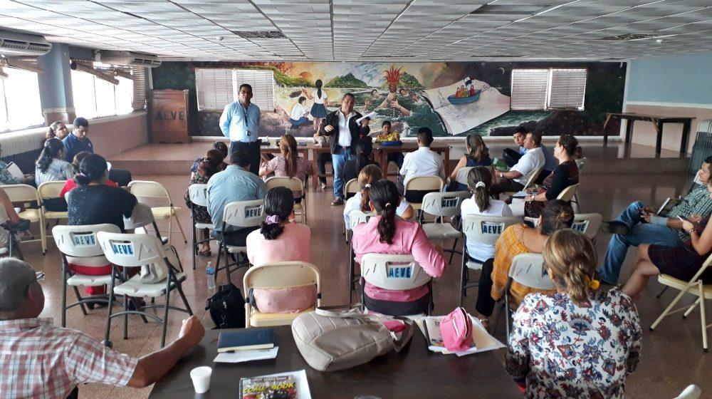 AEVE informa sobre su gestión a docentes de la zona urbana de Santiago